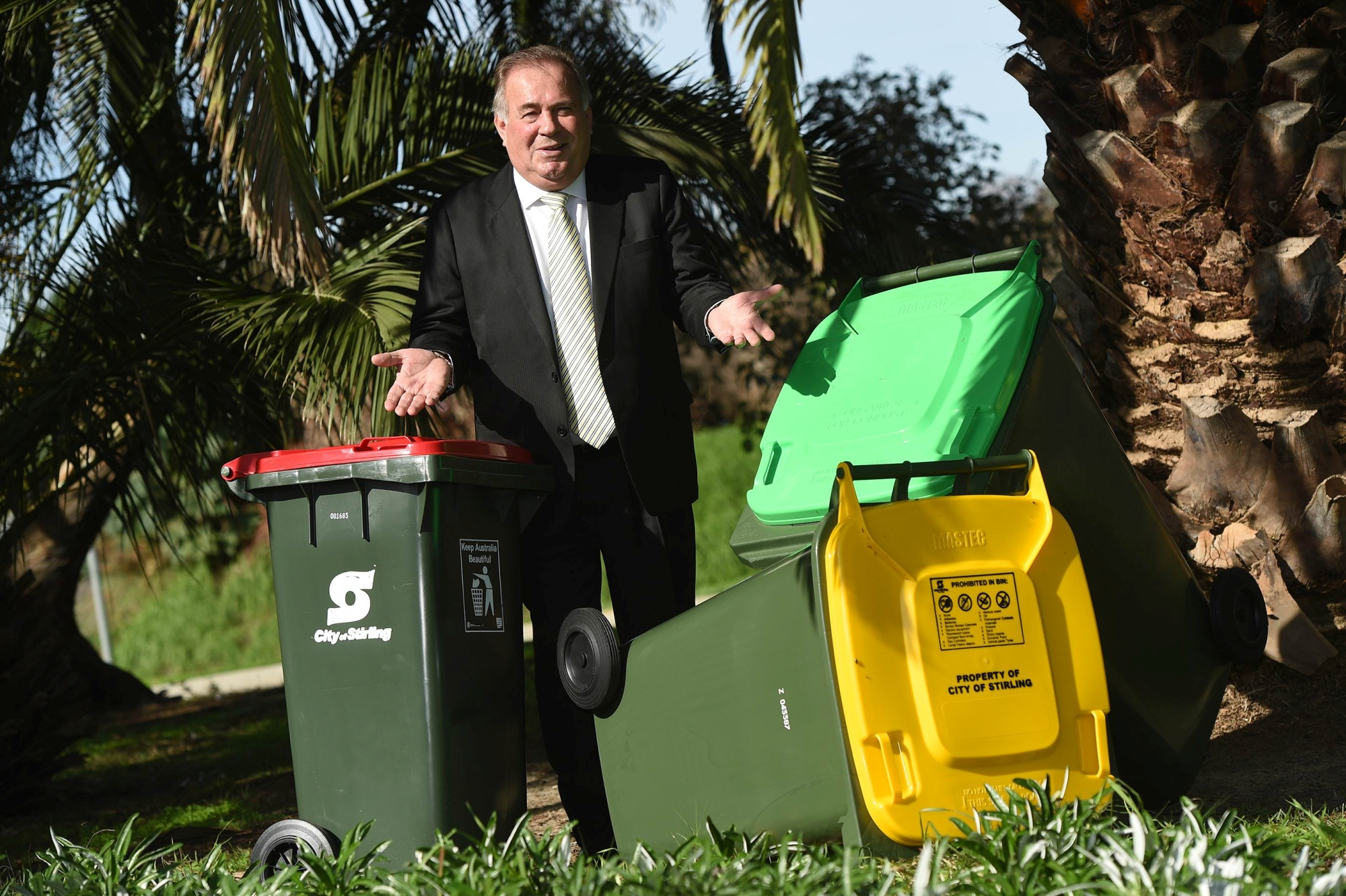 Mayor Giovanni Italiano with bins for general waste, green waste and recyclables. www.communitypix.com.au d420982