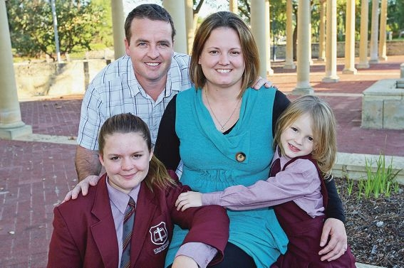 Dion and Jodi Russell with daughters Rachel and Abbey. Picture by Bruce Hunt. d420834