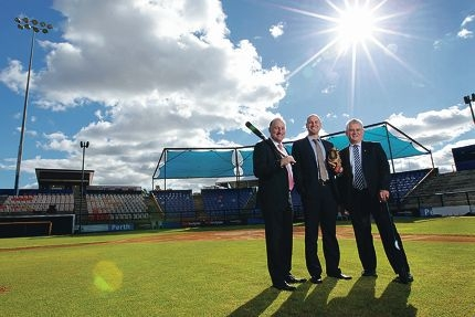 Federal Member for Swan Steve Irons poses with Australian Baseball League operations and facility development manager Dan Amodio and Federal Member for Hasluck Ken Wyatt. d421248