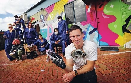 Mural artist Luke O'Donohoe with youths from Mission Australia's Youth Accommodation Support Services. Picture: David Baylis www.communitypix.com.au d420512