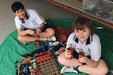 Shukman Bassford and Baiden Hodgson from Armadale Education|Support Centre with their nursery in a box.www.communitypix.com.au d420216