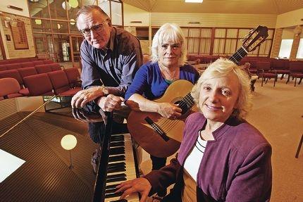 John Milton, Jane Darcey and Margaret Tressler rehearse for the concert . www.communitypix.com.au d419494