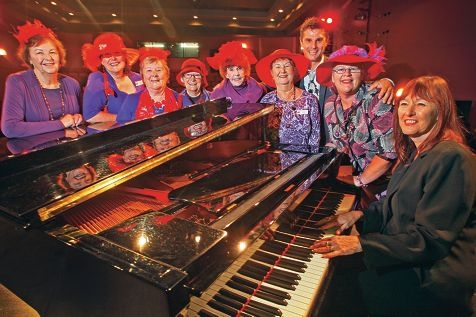 Tod Johnson with The Purple Playmates of High Wycombe and pianist Sue Bluck. Picture: Bruce Hunt www.communitypix.com.au d419567