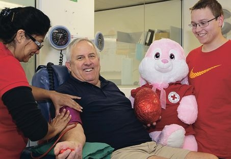 Ragbir Rikhraj, of the Fremantle Blood Donor Centre, with Frank Williams and his son Greg. Picture: Martin Kennealey d417842