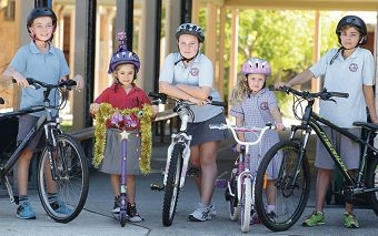 Setting a good example: Luke Kirkby, Mackenzie Morgan, Abigail Morris, Kennedy Arnold and Christian Mippy. Picture: Martin Kennealey www.communitypix.com.au d417004