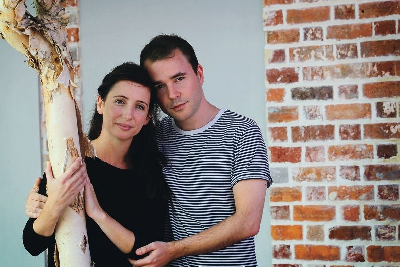 Jo Morris and Mark Desebrock appear in the adaptation of Cis and Barbiche, based on a true story.