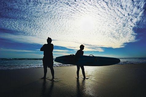 Steve Ford and Ewan Fletcher (14) at training at Secret Harbour. Picture: Jon Hewson www.communitypix.com.au d416582