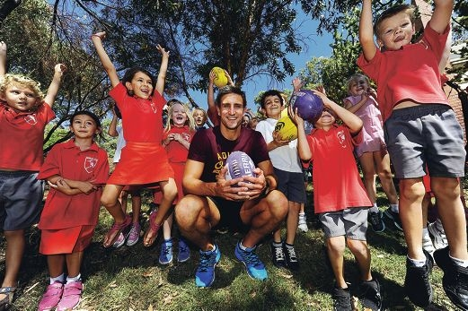Wembley Downs Primary School students surround Fremantle Dockers captain Matthew Pavlich. Picture: Marcus Whissond416368