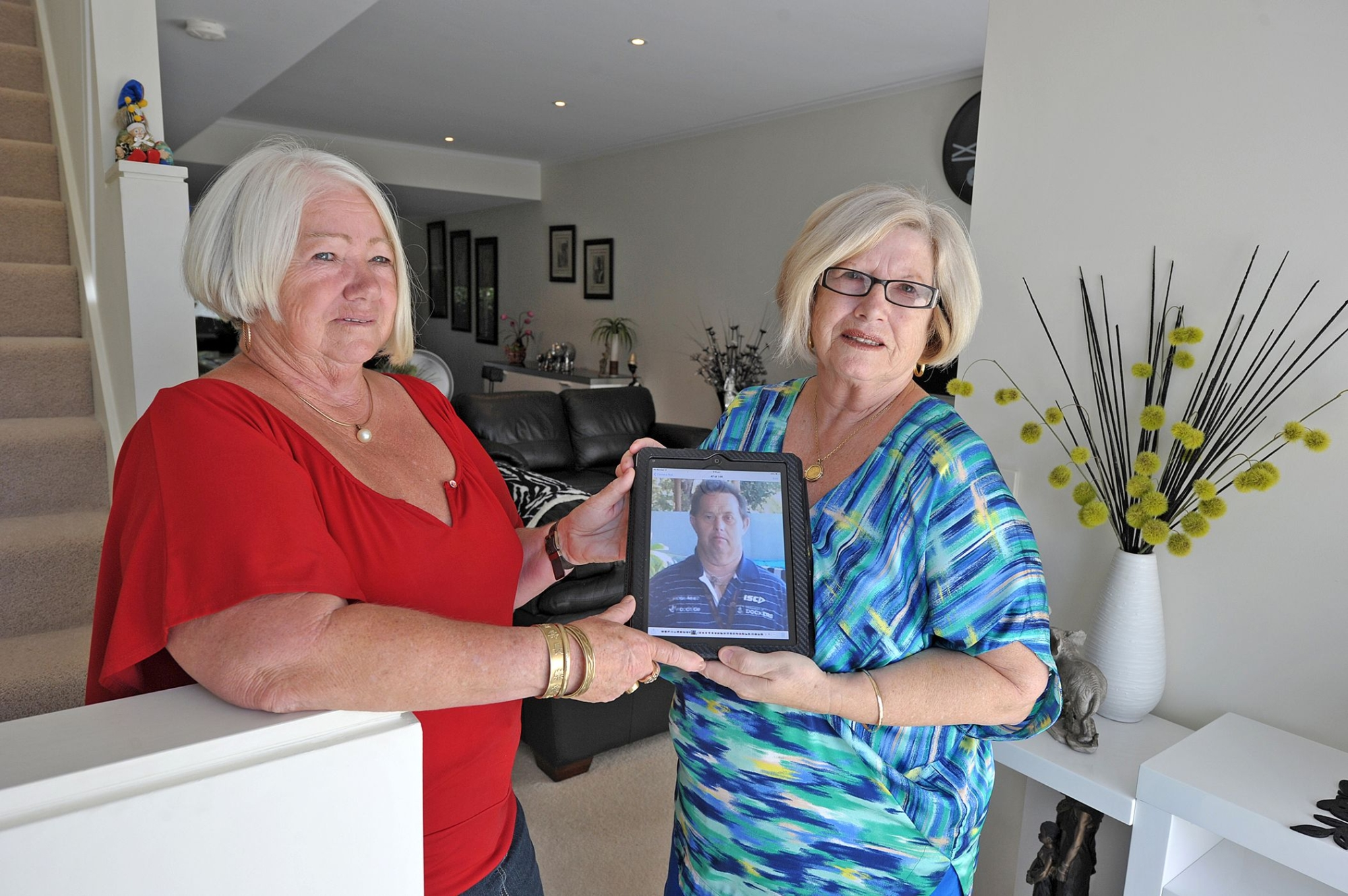 Sharon Salmon and Gail Russell are concerned for their brother Shane. Picture: Jon Hewsond416451