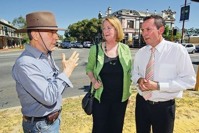 Midland MLA Michelle Roberts and Opposition leader Mark McGowan with concerned local David With, from Guildford, outside the Guildford Hotel, which burned down in 2008. Right: The Guildford Hotel site. Pictures: Bruce Hunt d416452