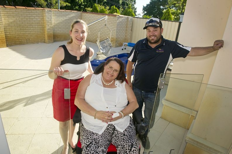 Poolside: Shannara Sewell with her mum Adele Smith and Sunline WA owner Nic Aloi. Picture: Emma Reeves www.communitypix.com.au d416045
