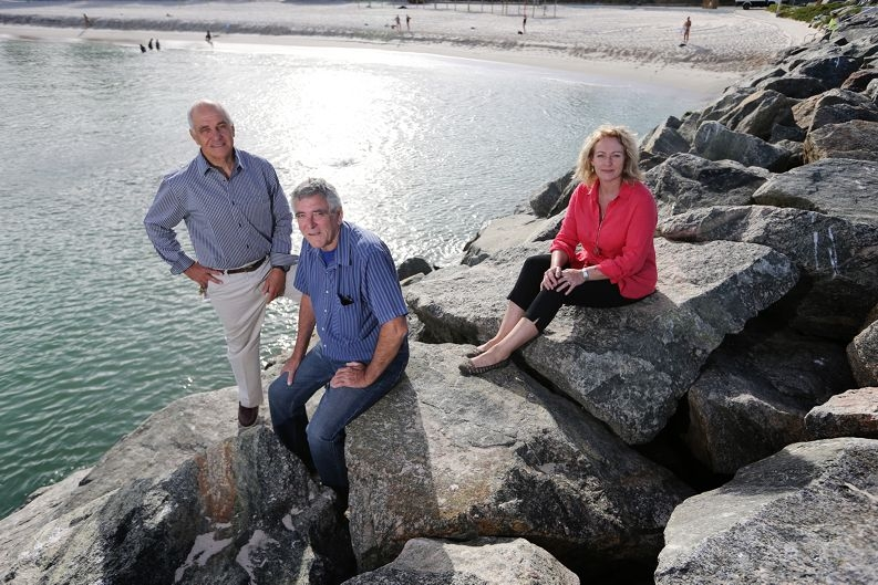 Tom Locke, with fellow ocean pool proponents Lewis Flood and Leisha Jack, at Cottesloe beach. Picture: Andrew Ritchie www.communitypix.com.au d415152