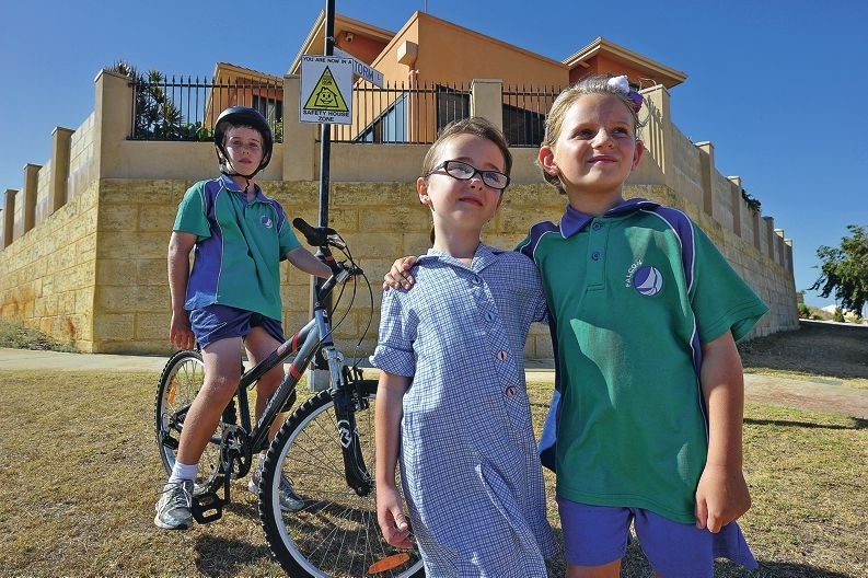 Amber Miller (5), Aimee Latham (7) and Jye Latham (11) on his bike in front of a Safety House sign. Picture: Jon Hewson www.communitypix.com.au d415011