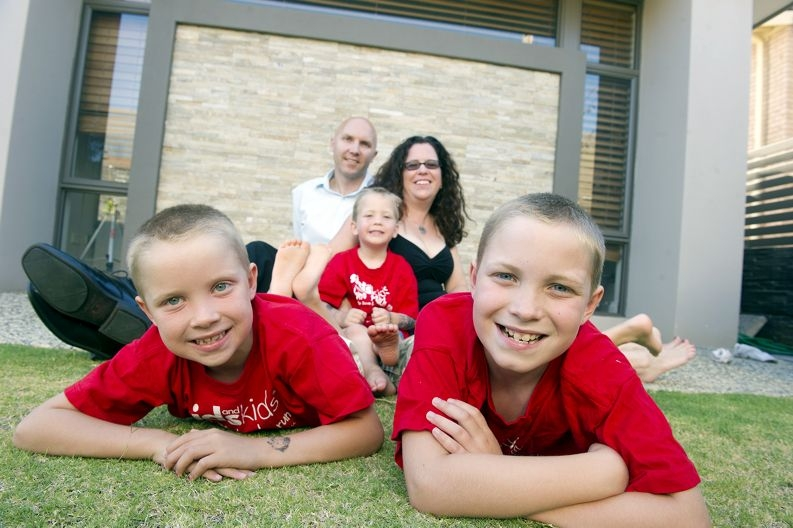 David and Suzanne Kuuse, with sons Connor (4), Jonathon (6) and Riley (9), will take part in the SIDS for Kids WA Sunshine Beach Run. Picture: Emma Reeves www.communitypix.com.au d414272