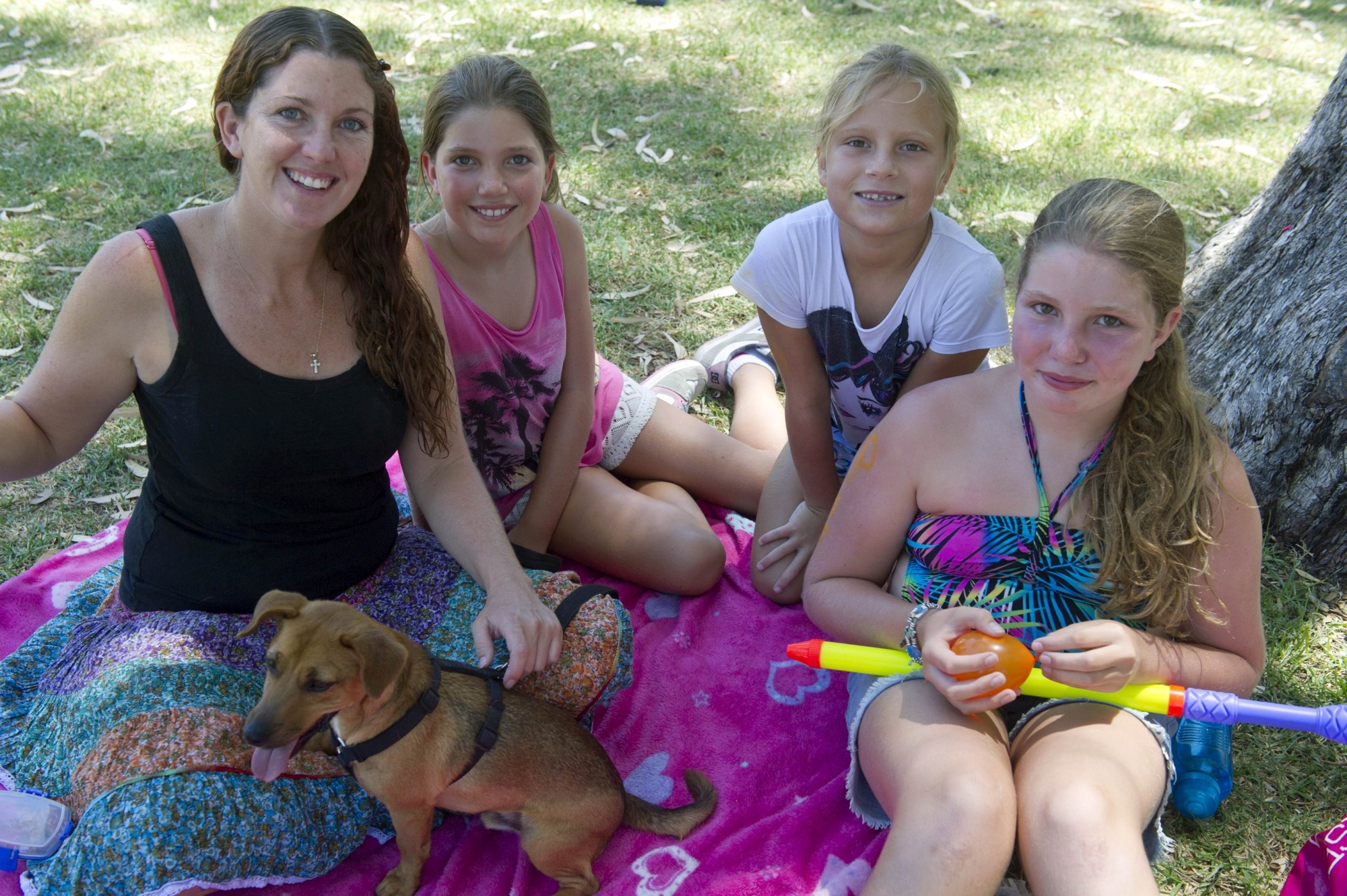From Left: Abby Geddes, Mya Kelly (10 yrs), Jessica Robinson (8 yrs), Kayla Kelly (12 yrs) at the Pay It Forward picnic