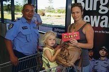 Sgt Rocky Scully with Emma Swart and Mia (2). Picture: Emma Reeves www.communitypix.com.au d412897