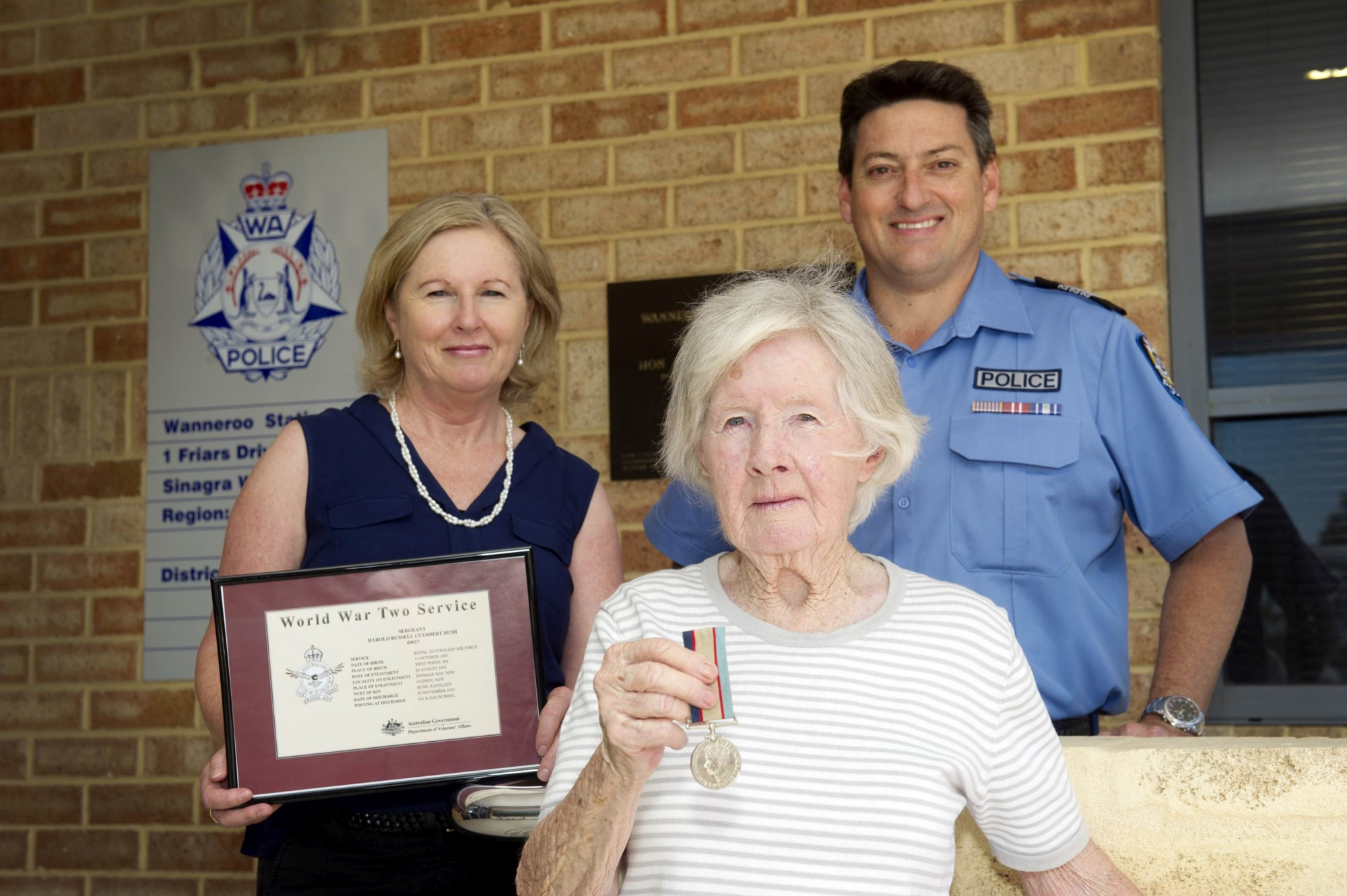 Sandra Kelly, Shirley Kilgariff and Sergeant Steve Walters. with the recovered war medal. Picture: Emma Reeves d411015