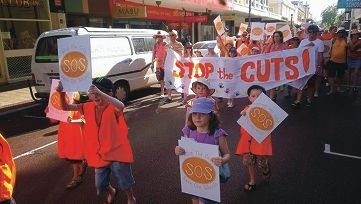 Save Our School Stop the Cuts supporters at the Fremantle Festival Parade.