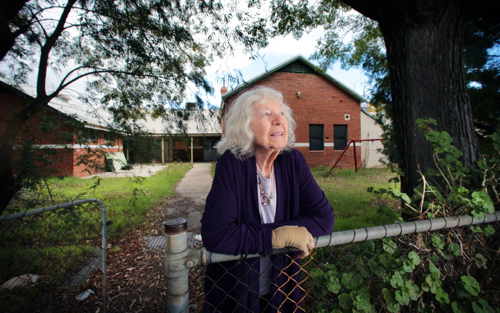 Former Bellevue Primary student Rita Maxwell hands over plaque honouring former headmaster