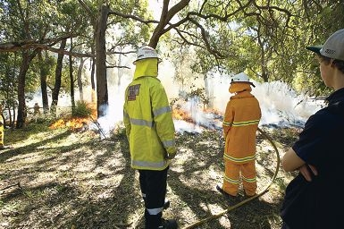 Bedfordale Volunteer Bushfire Brigade demonstrated controlling a small reduction burn. Picture: Louise White www.communitypix.com.au d409941