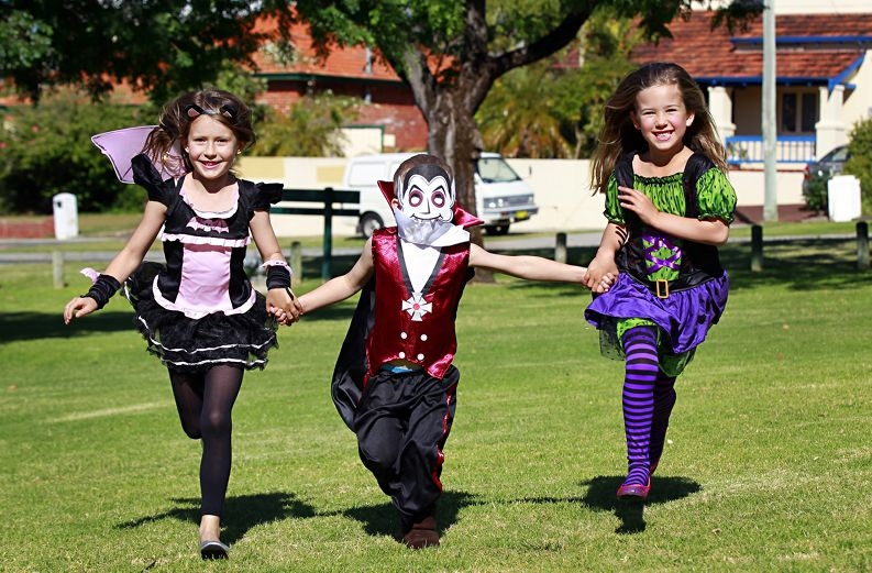 Eva Douglas (7), Riley Thompson (4), Jade Warner (6), all from Kensington, are looking forward to Halloween. Picture: Elle Borgward www.communitypix.com.au d409731