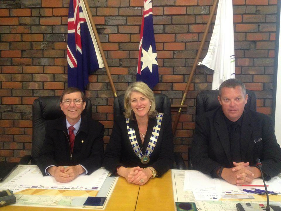 New councillor Bob Thompson with Kwinana Mayor Carol Adams and Deputy Mayor Peter Feasey.