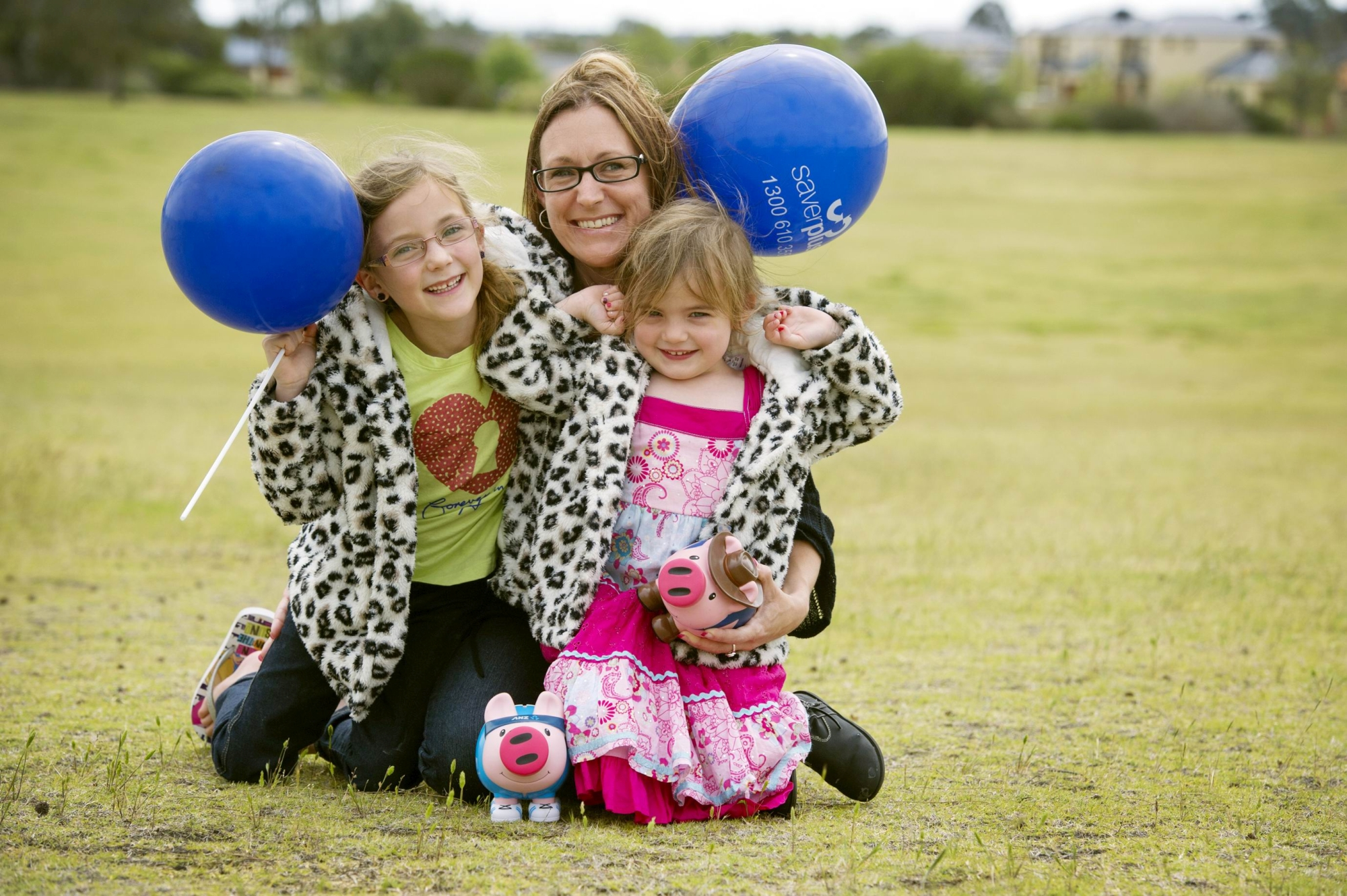 Vicki Scullion with her daughters Ava and Erin. Picture: Emma Reeves www.communitypix.com.au d409375