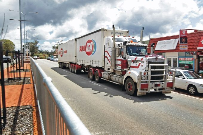 A heavy haulage truck thunders down Great Eastern Highway, through the Mundaring townsite. Picture: Bruce Hunt d409313