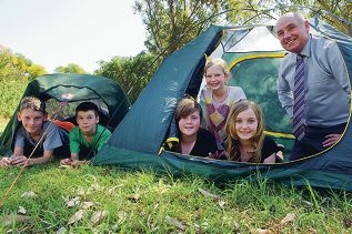 From Left: Josh (12 yrs) and Lucas Kasten-Lee (9 yrs), Lauren Coffey (11 yrs), Imogen Durell (11 yrs), Emily Wigg (9 yrs), Terry Waldron (Minister for Sport and Recreation) promoting the 'Outdoors October', Great Aussie Camp Out