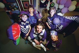 Beaumaris Primary School teacher Tony Silvio and students Harrison Brice, Ava Barth, Tom Lewis and Angus Brierley show their support for the Fremantle Dockers. Picture: Emma Reeves www.communitypix.com.au d407917