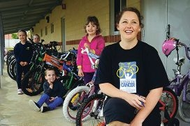 From Left: Casey Munro-Smith, Zoe Anderson, Tait Anderson (4 yrs), Mahli McInnes (Kindy students), Rebecca McInnes (Parent). Rebecca is doing the Ride to Conquer Cancer and she is helping the school put on a circuit for the Kindy kids for ride to school day and to help with fundraising