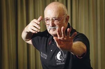 Veteran martial arts teacher Tom Lustig strikes a tai chi pose. Picture: Bruce Hunt www.communitypix.com.au d407146