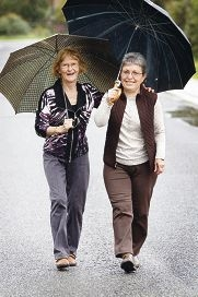 Lorraine Bingham and May Topperwien, who have Parkinson's Disease, are walking to raise funds. Picture: Bruce Hunt d406771