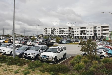 With car parks full and years to go before the train station is completed, a researcher has suggested a mini bus feeder service for residents from outlying suburbs. d405582