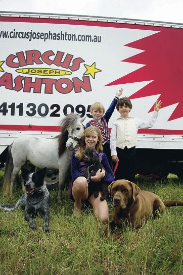 From left: Dante Ashton, Rikki Ashton and Colt Bullen with dogs, Badger, Tasha and Makena and horse, Trojan, in Butler. Picture: Emma Reeves d406783