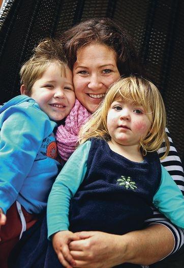 Karly Rauchelle with her children Ben Hardie (3) and Phoenix Hardie (2). Picture: David Bayliswww.communitypix.com.au d406688