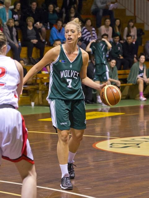 Ainsleigh Sanders in action in game one against Rockingham.|Picture: pandasnap.com.au