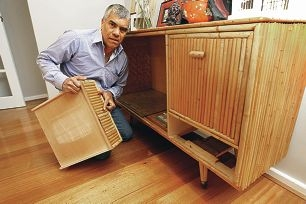 Disgruntled customer John Ducase with the damaged cabinet. Picture: Bruce Hunt www.communitypix.com.au d405598