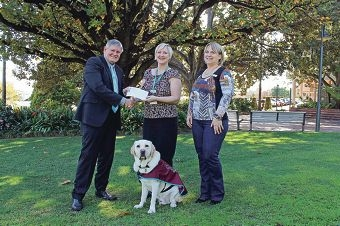 Victoria Park Mayor Trevor Vaughan with Natasha Dobeson (Assoc. for the Blind) and program co-ordinator Susan Fraser with guide dog Gidgee.