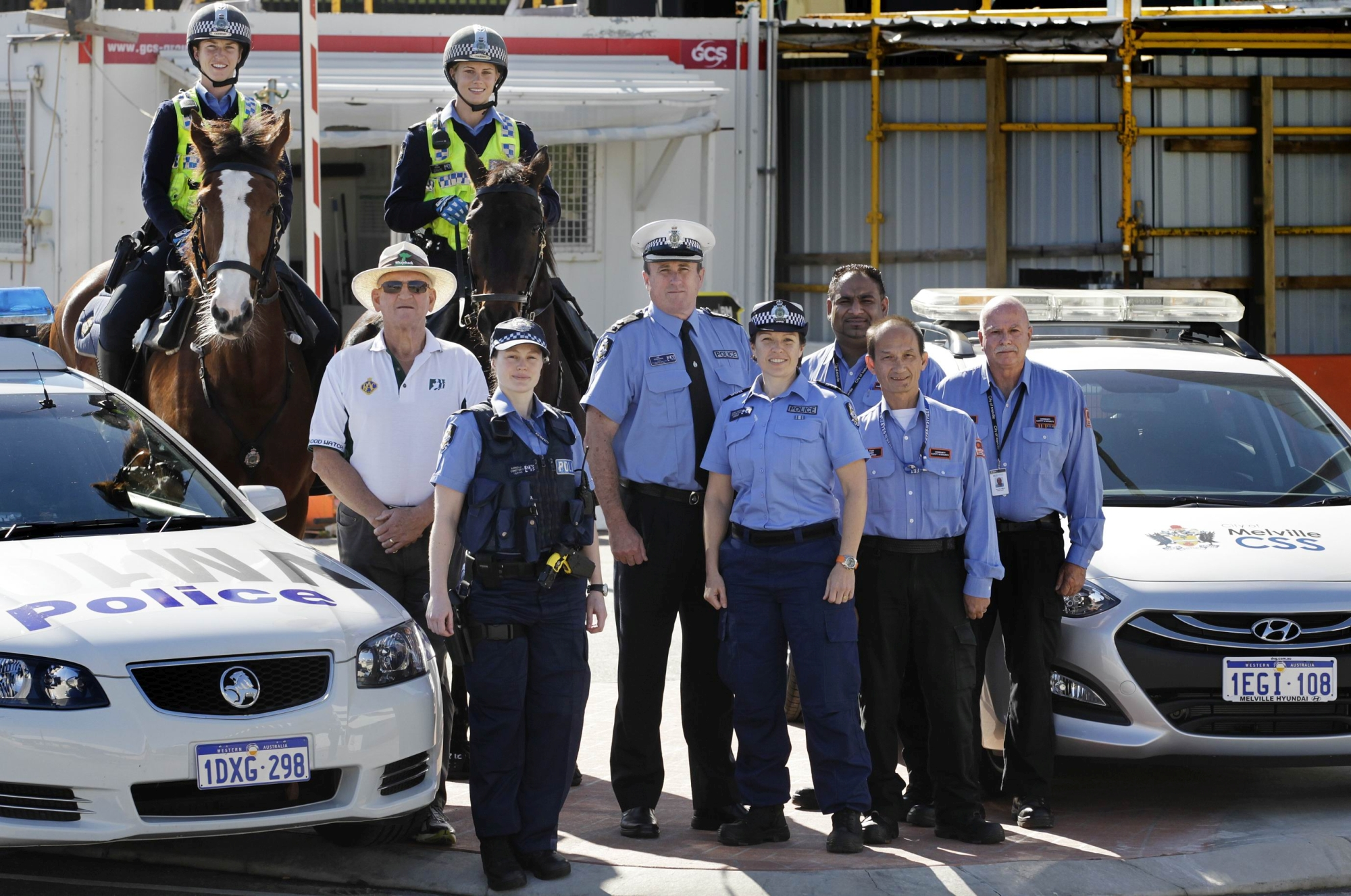 Acting Superintendent Kim Fergusson and Dennis O'Brien of Bateman Neighbourhood Watch with Murdoch police, mounted police and City of Melville CSS officers. Picture: Martin Kennealey www.communitypix.com.au d404343