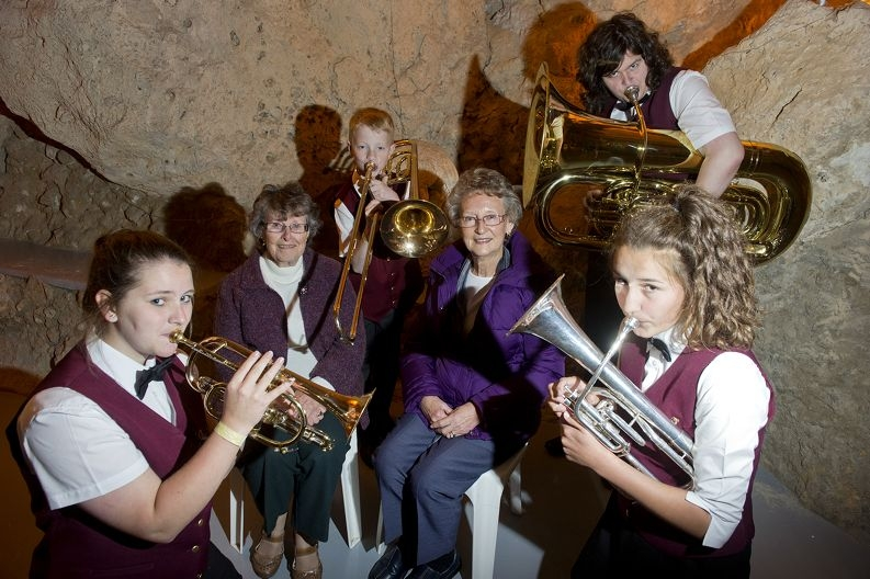 From Left: Katie Travers (15), Joy Ballantyne, Ben Adamson (16), Kathleen Taylor, Will Kelly (12 ) and Isabelle Heath (15) play for seniors and volunteers at Cabaret Cave . Picture: Emma Reeves www.communitypix.com.au d404489