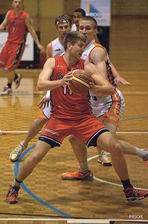 Redback Michael Vigor powers his way to the basket to put a shot away. Picture: Marg Prior