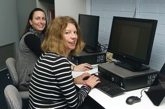 Sheree Chadwick and Ali Willett attended the free internet training class for residents. d403550