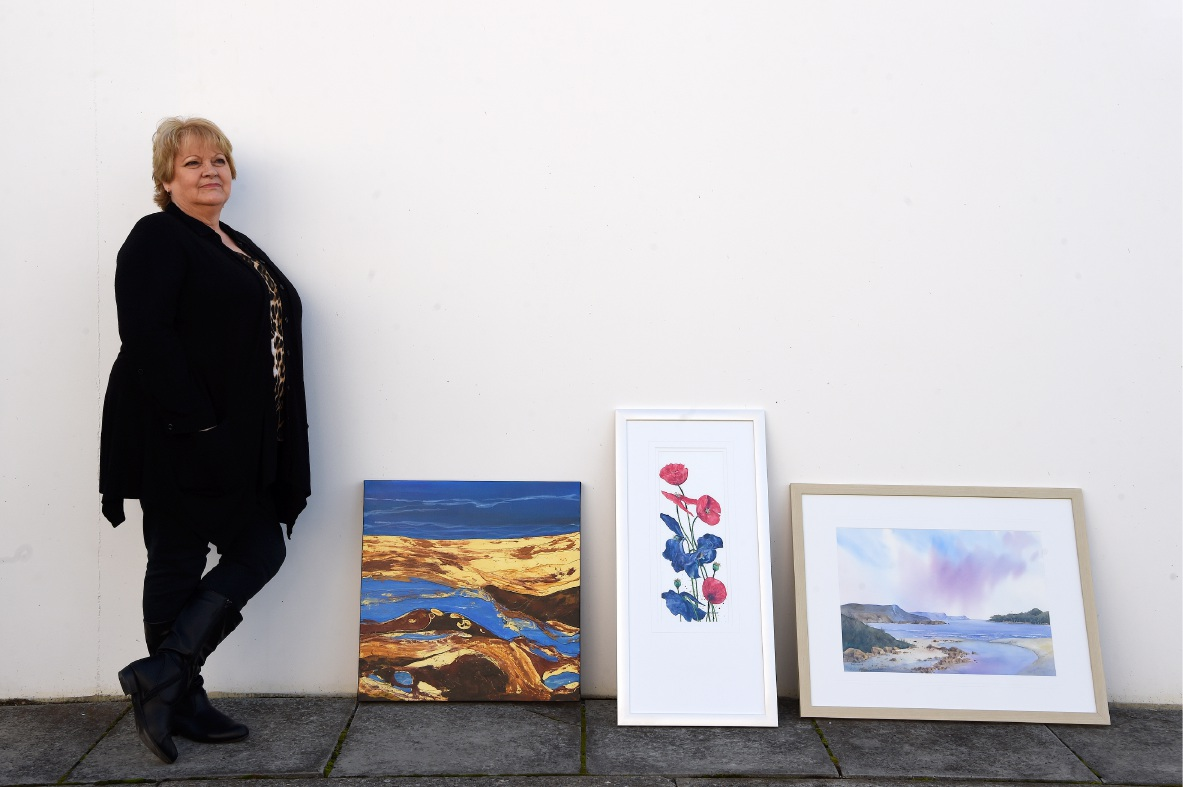 Artist Pam Lockwood with some of her works. Picture: Jon Hewson www.communitypix.com.au   d454213