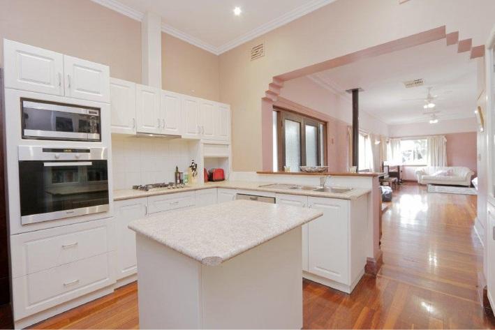 Como, 125 South Terrace – $1.35 million
