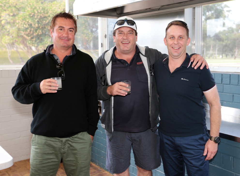Business people swing for charity at Swan Chamber of Commerce golf day