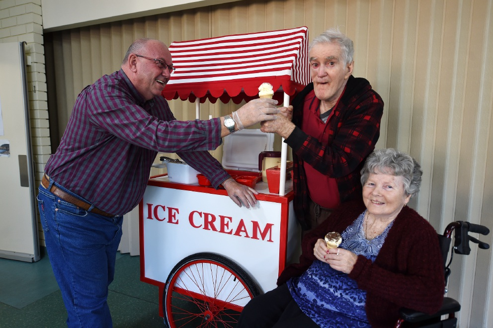 Larry Hebbard hands ice-creams to residents Lewis Fitzgerald and Shirley Crowhurst. Picture: Jon Hewson www.communitypix.com.au   d454798