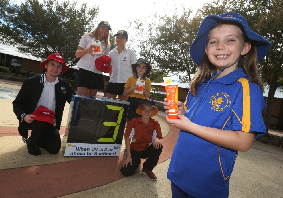 Melville Senior High School Students Connor Deaville (Year 12), Megan Hooper (Year 11), and Amber Maria (Year 10) with Melville PS student Audrey Charlton (Year 4), Caralee Community student Jeese Gileed (Year 3) and Booragoon PS student Georgia Marston (Year 2) with a UV Meter. Picture: Matt Jelonek d453434