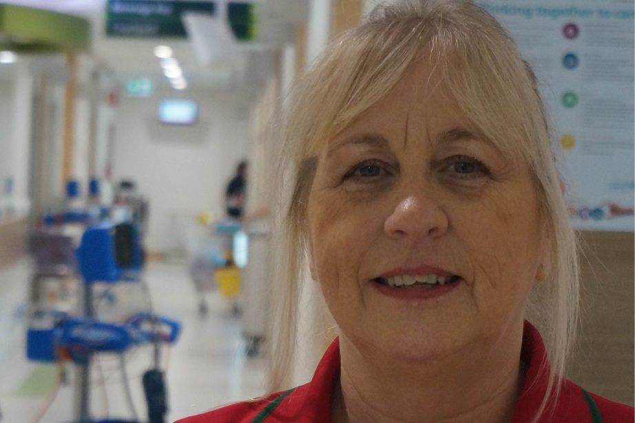 St John of God Murdoch Hospital volunteer Sandy Sampson has raised more than $80,000 for lung cancer support and research.