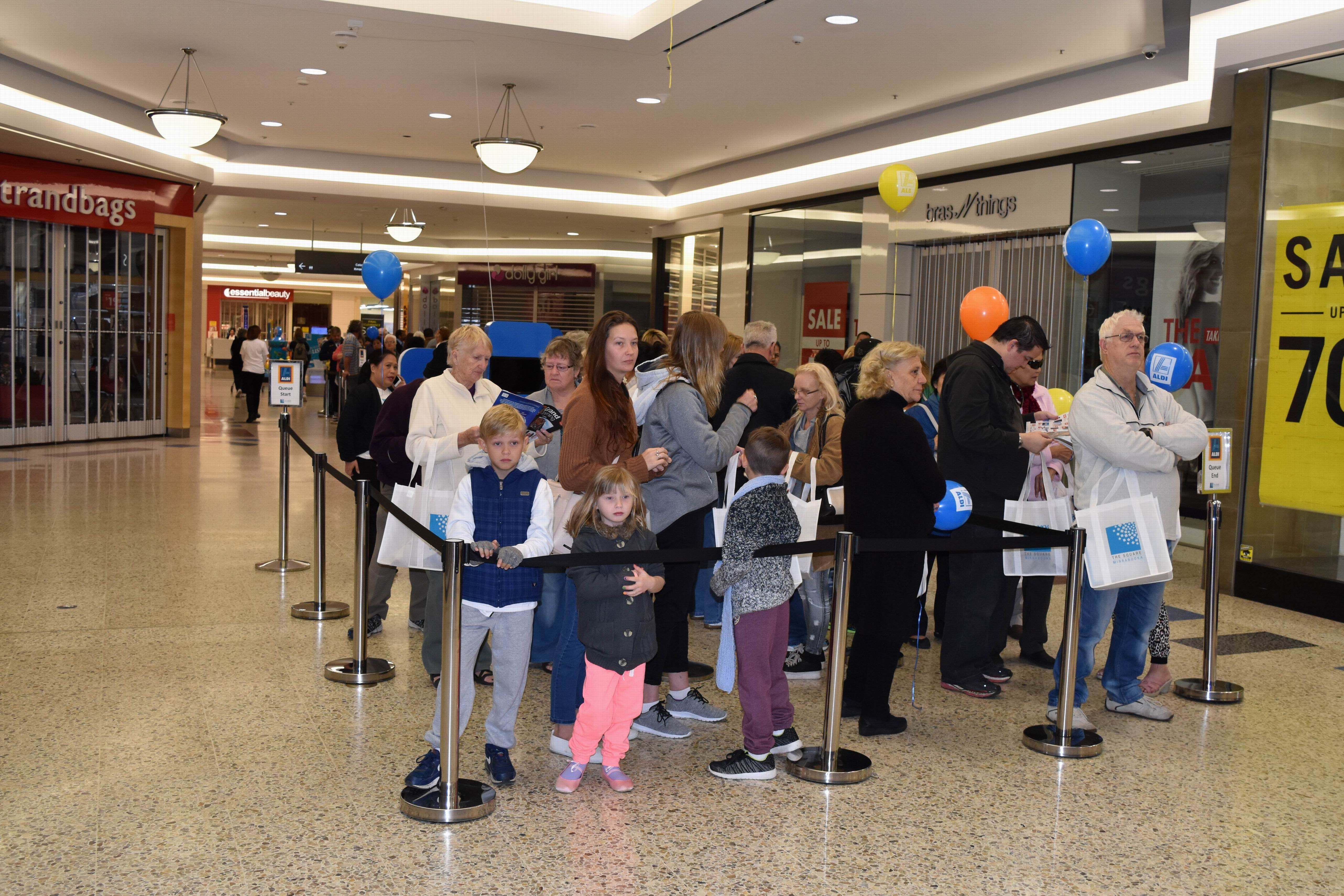 Aldi arrives in WA, and so do the crowds